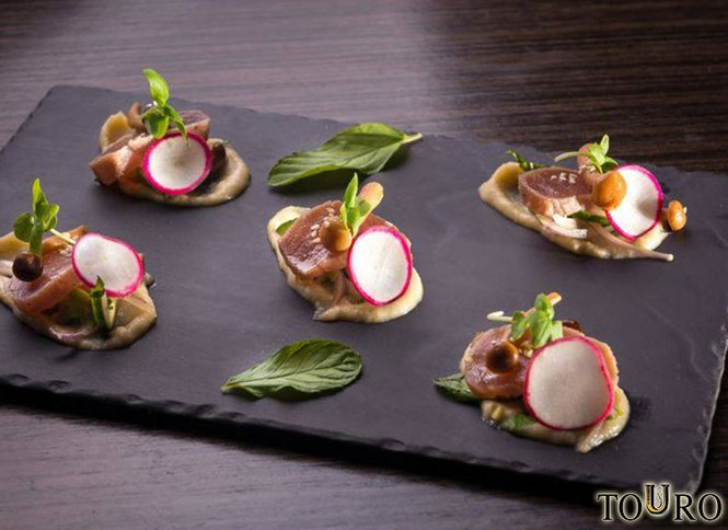 Touro TLV, מסעדת שף מצוינת המציעה חוויה ייחודית, אוכל ויין משובח שובר בשווי 160 ₪ תמורת 80 ₪ למימוש בישיבה על הבר לתפריט האוכל והאלכוהול העשיר של המסעדה הכשרה, תקף למימוש מיידי!