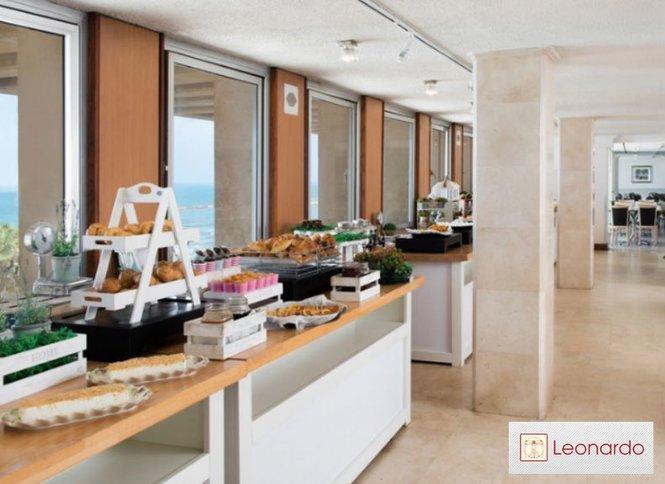 אולטרה מידי בוקר מול הים! ארוחת בוקר בופה במלון לאונרדו ארט, חוף גורדון - באליגם TR-83